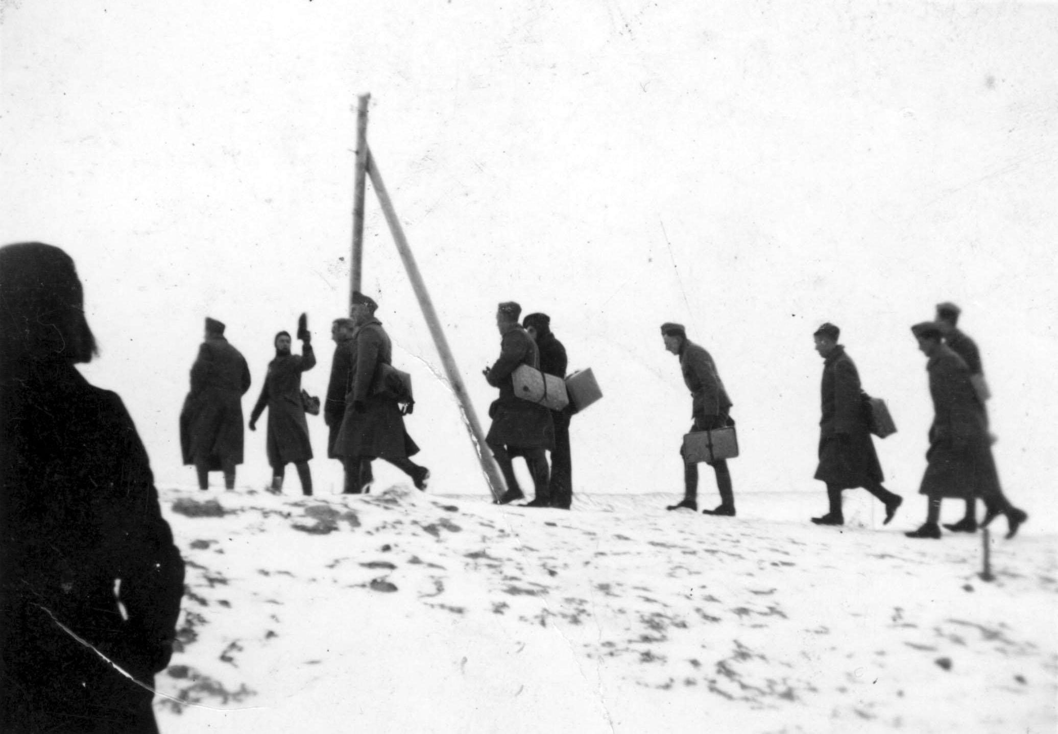 b-19-Januari-1940-Mobilisatie-Naar-lemmer-over-de-dijk-Coll.-Museum-Urk